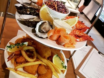 4 Fishies Calamvale - Seafood cuisine - image 2 of 4.