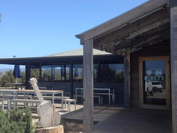 Aireys Pub Aireys Inlet - Burger cuisine - image 4 of 14.