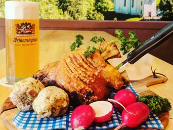 Bavarian Hof Noosaville - German cuisine - image 2 of 7.