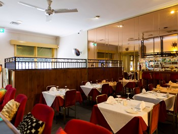 Cardens Seafood & Steakhouse Dandenong - Seafood cuisine - image 4 of 5.