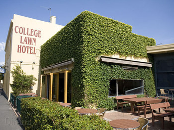 College Lawn Hotel - image 7 of 15.