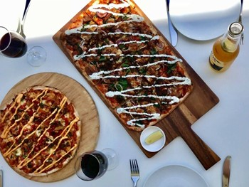 Crust Gourmet Pizza Bar West Lakes - Pizza cuisine - image 5 of 11.