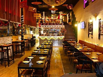 Full Moon Bar and Restaurant Fortitude Valley - Asian  cuisine - image 1 of 13.