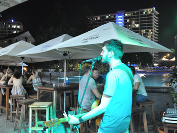 Longboards Laidback Eatery & Bar Surfers Paradise - Modern Australian cuisine - image 8 of 9.