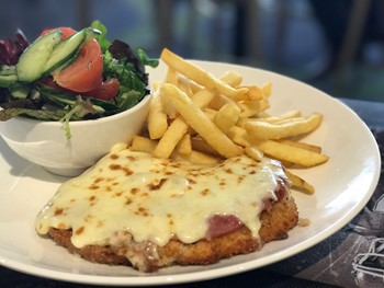 Plaza Tavern Hoppers Crossing - Pub Grub cuisine - image 8 of 10.