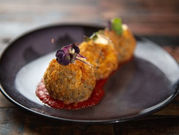 Plus 5 South Wharf - Modern Australian cuisine - image 8 of 10.
