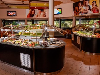 Salt Water Creek Hotel Helensvale - Buffet cuisine - image 3 of 6.
