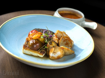 Six Acres Restaurant & Bar Bowen Hills - Modern Australian cuisine - image 3 of 10.