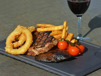 Southport Yacht Club Main Beach - Modern Australian cuisine - image 4 of 10.