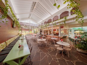 The Deck and Alphonsus Pizza at The Glen Hotel Eight Mile Plains - Pizza cuisine - image 7 of 9.