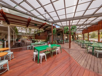 The Deck and Alphonsus Pizza at The Glen Hotel Eight Mile Plains - Pizza cuisine - image 8 of 9.