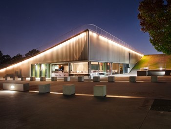 Waters Edge Parkes - Modern Australian cuisine - image 2 of 8.
