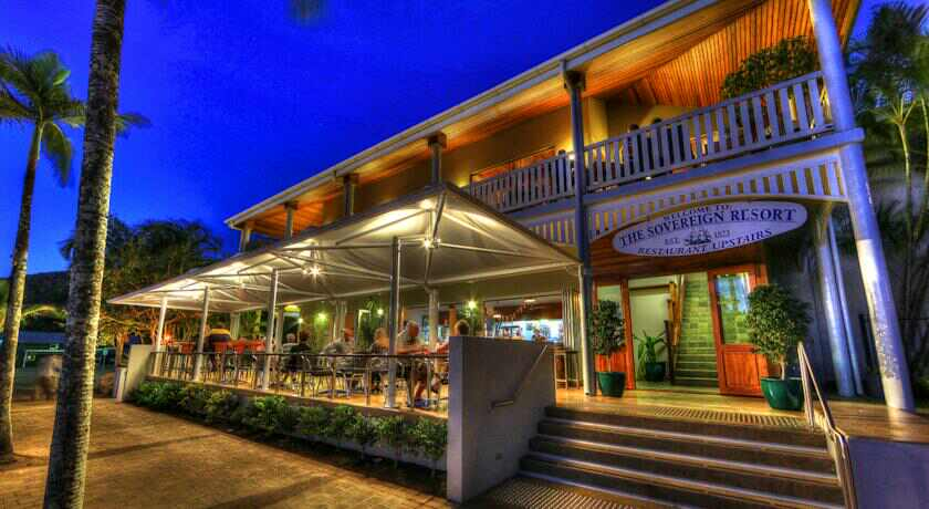 Balcony restaurant cooktown menus reviews bookings for Restaurants with balcony